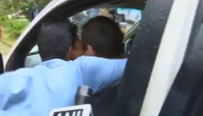अविवाहित राहुल गांधी को युवक ने किया KISS, हैरान करने वाला है वीडियो