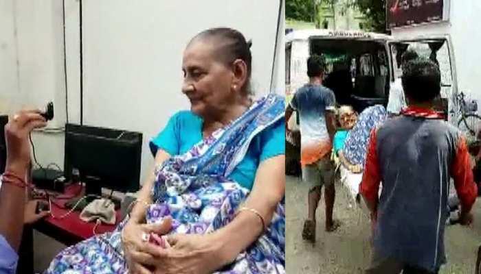 पश्चिम बंगाल: आधार कार्ड बनवाने के लिए महिला को लेना पड़ा एम्बुलेंस का सहारा, जाने पूरा मामला