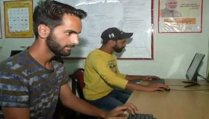 कश्मीर: स्किल इंडिया के सहारे जीवन संवारने में जुटे युवा, 60 को मिली नौकरी