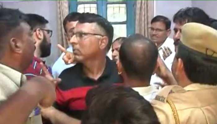 राजस्थान: स्कूल के बाहर बच्चा चोरी की सूचना के बाद हंगामा, पूछताछ जारी