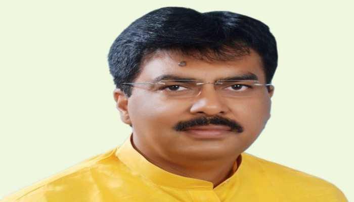 दरभंगा : बाढ़ पीड़ितों ने विधायक संजय सरावगी के घर के बाहर किया जमकर हंगामा
