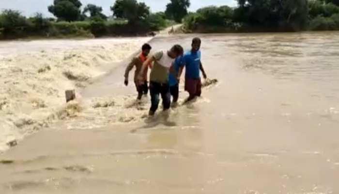 बारां में लगातार बारिश का दौर जारी, उफान पर नदी नालों के कारण लोगों को हो रही परेशानी