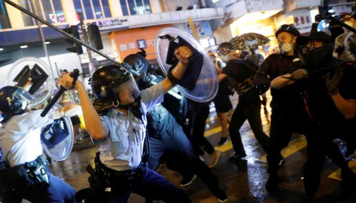 हांगकांग में आज होनी थी सबसे बड़ी रैली, चीन ने कल सेना भेजकर 3 बड़े नेता किए गिरफ्तार