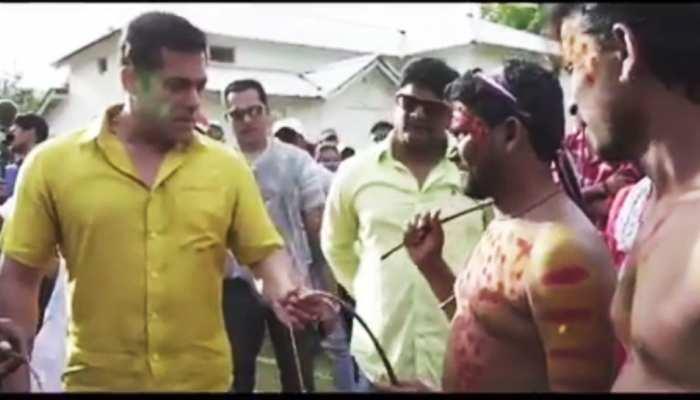 ये क्या ! 'दबंग 3' के सेट पर सलमान खान ने लगाए खुद को जमकर हंटर, देखें Video