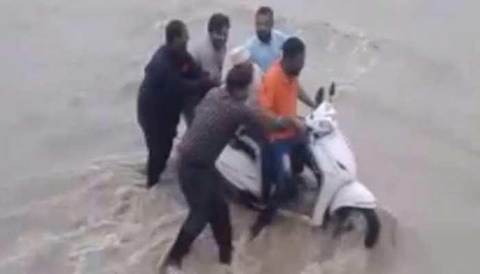 प्रतापगढ़ में तेज बारिश के बाद नदियां उफान पर, जलमग्न हुए कई रास्ते