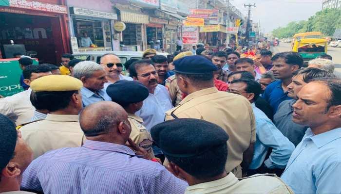 जयपुर: मंत्री प्रतापसिंह खाचरियावास ने सुनी जनता की शिकायत, दिया कार्रवाई का आश्वासन