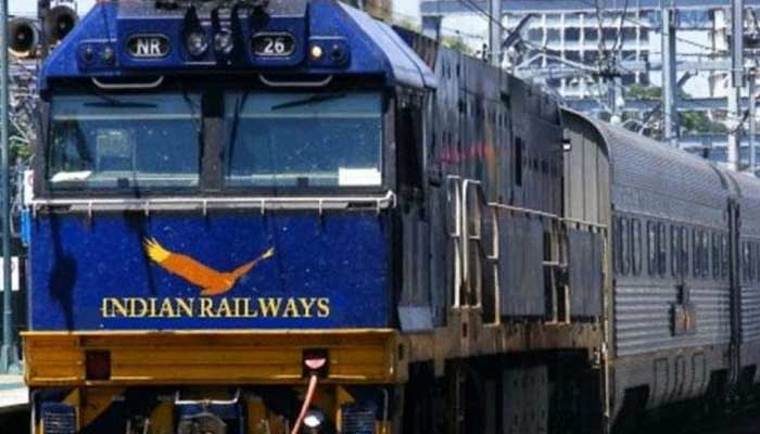आज से महंगा हुआ ऑनलाइन ट्रेन टिकट, लेकिन ऐसे बचा सकते हैं पैसा