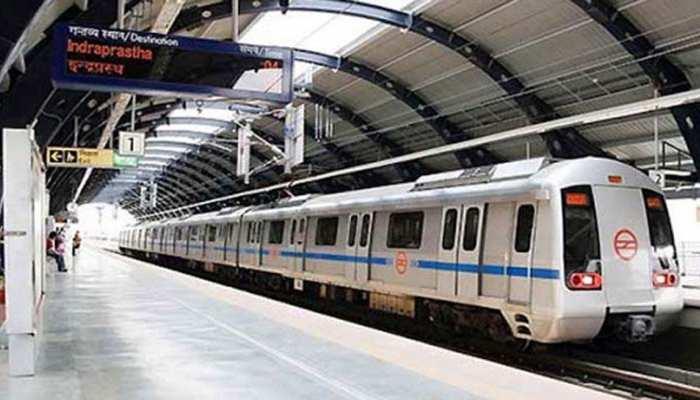 दिल्ली: झंडेवालान स्टेशन पर मेट्रो के सामने कूद कर महिला ने की खुदकुशी