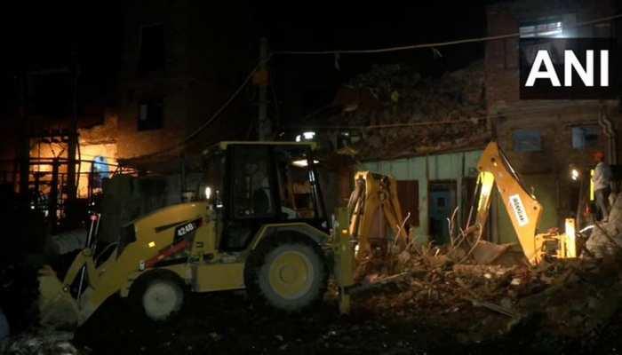 दिल्ली: सीलमपुर में 4 मंजिला इमारत ढही, 2 की मौत, 3 घायल