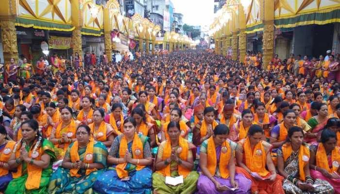 पुणे: गजानन की जयघोष से गूंजे पंडाल, 25 हजार महिलाओं ने एक साथ किया अथर्वशीर्ष पठन