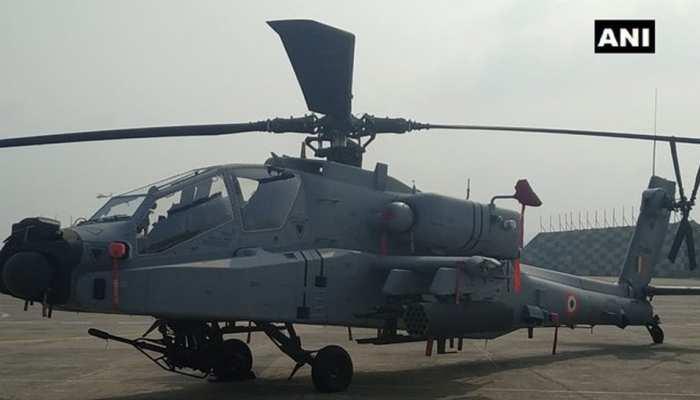 IAF को मिले 8 'बाहुबली' अपाचे हेलीकॉप्टर, PAK सीमा के पास पठानकोट एयरबेस पर है तैनात