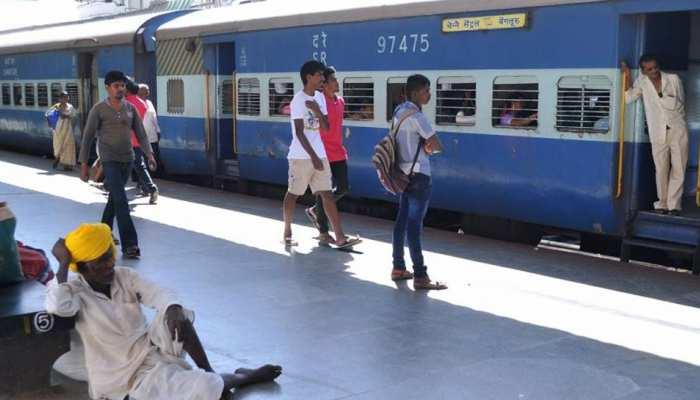 Railway ने चार ट्रेनों में बढ़ाए कोच, इस रूट के यात्रियों को मिलेगा आराम