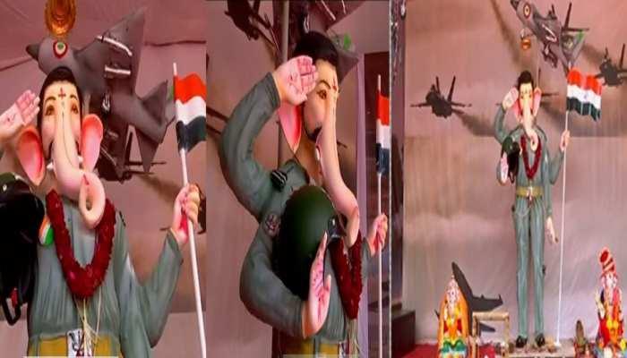 भगवान गणेश को दिया गया विंग कमांडर अभिनंदन की तरह लुक, लोग बहादुरी को कर रहे सलाम