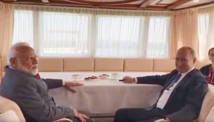 रूस के व्लादिवोस्तोक में पीएम मोदी और पुतिन मिले, दोनों के बीच होनी है द्विपक्षीय चर्चा