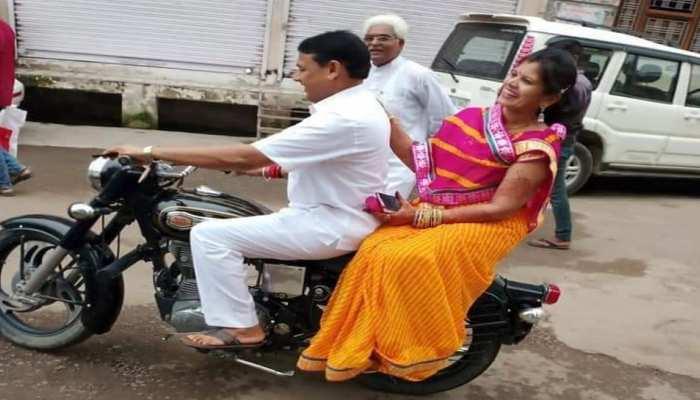 बारां: पत्नी के साथ घूम रहे मंत्री जी भूल गए ट्रैफिक रुल्स, देना पड़ा जुर्माना