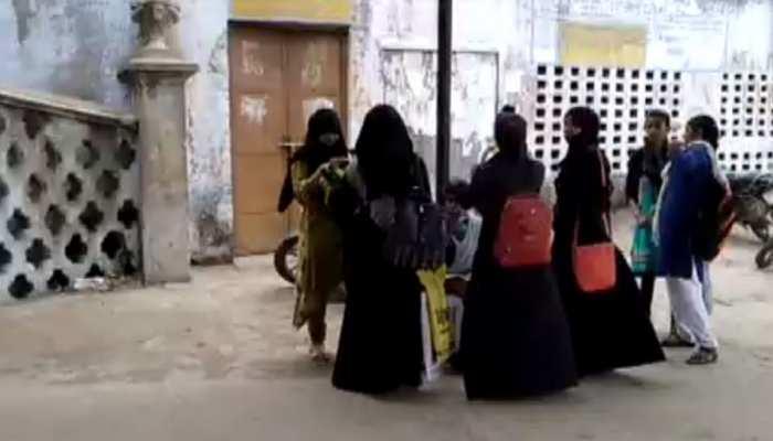 फिरोजाबाद के डिग्री कॉलेज में छात्राओं के बुर्का पहनने पर लगी रोक, छात्र गुटों में हुआ था टकराव