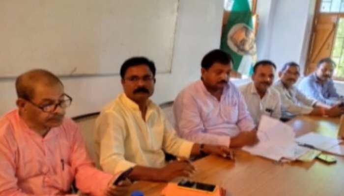 बिहार : JDU नेता पर सत्ता की हनक, सरकारी दफ्तर में संपन्न करवाया पार्टी का चुनाव