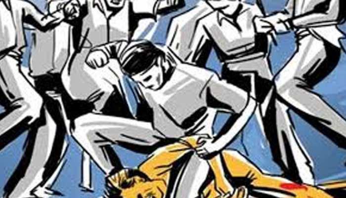 प्रतापगढ़: हत्या आरोपी के घर मुआवजे के लिए 70 लोगों ने मिलकर किया हमला, 4 घायल