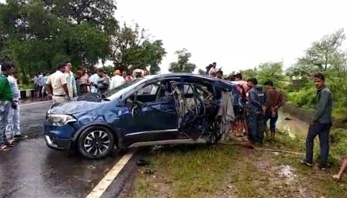 मध्य प्रदेशः सीहोर में भीषण सड़क हादसे के बाद नाले में गिरी कार, 4 की मौत, 1 लापता