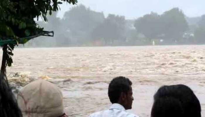 होशंगाबाद: खतरे के निशान के करीब पहुंचा नर्मदा का जल स्तर, भारी बारिश से लोग परेशान