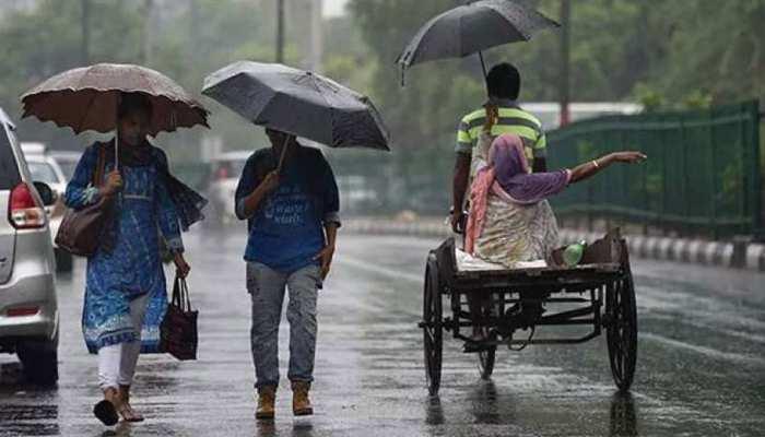 नहीं थम रहा बारिश का कहर, गुजरात के कई शहरों में लोगों का जीना हुआ बेहाल