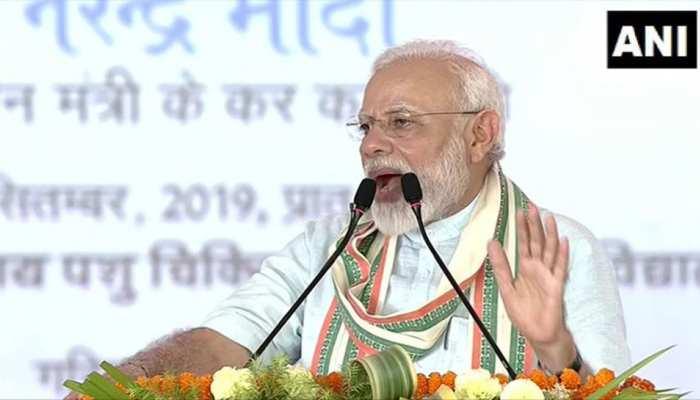 कुछ लोगों के कान में अगर 'ओम' और 'गाय' शब्द पड़ता है तो उनके बाल खड़े हो जाते हैं: PM मोदी