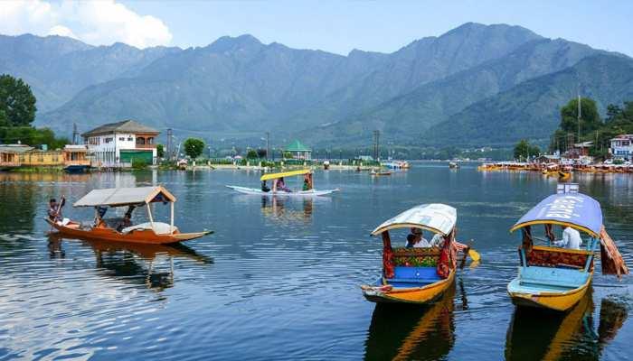 जम्मू-कश्मीर के ताजा हालात: लैंडलाइन, स्कूल, बैंक और अस्पताल पूरे राज्य में चालू