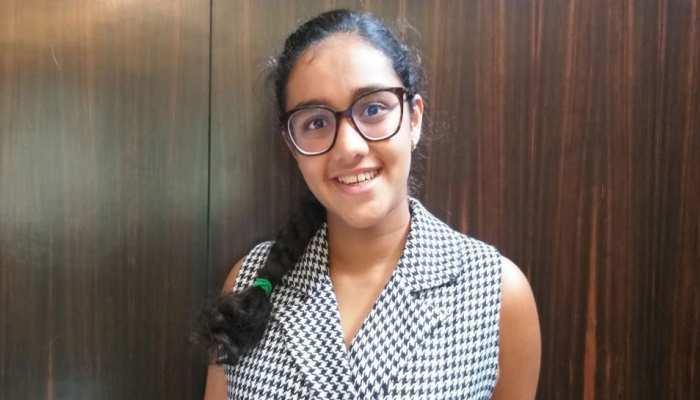 उदयपुर: लन्दन में नया कीर्तिमान बनाकर युवा तैराक गौरवी सिंघवी पहुंची लेकसिटी, कहा...