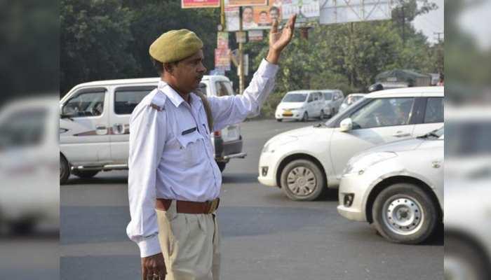 Traffic Challan: UP में बेवजह नहीं रोकेंगे पुलिसवाले, नियम तोड़े तभी होगा चालान