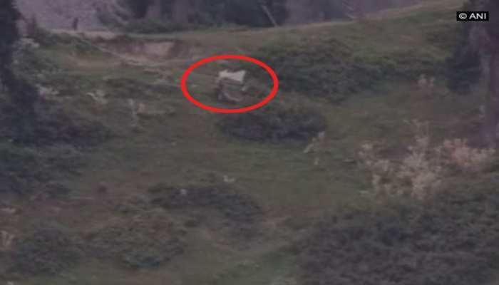 VIDEO: 2 पाकिस्तानी सैनिकों को भारतीय सेना ने किया ढेर, PAK ARMY को सफेद झंडा दिखाकर ले जाने पड़े शव