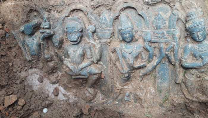 मालदा: खेत में खुदाई के दौरान मिली प्राचीन मूर्ति, ग्रामीणों ने शुरू की पूजा पाठ