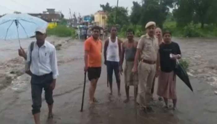 प्रतापगढ़: भारी बारिश से आया सड़कों पर पानी का सैलाब, प्रशासन की बढ़ीं मुश्किलें