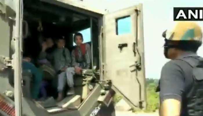 Video: पुंछ में पाकिस्तानी गोलाबारी के बीच स्कूल में फंसे बच्चों का भारतीय सेना ने यूं किया रेस्क्यू