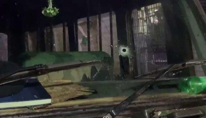पश्चिम बंगाल: कूचबिहार में पुलिस की गाड़ी पर चली गोली, दो गिरफ्तार