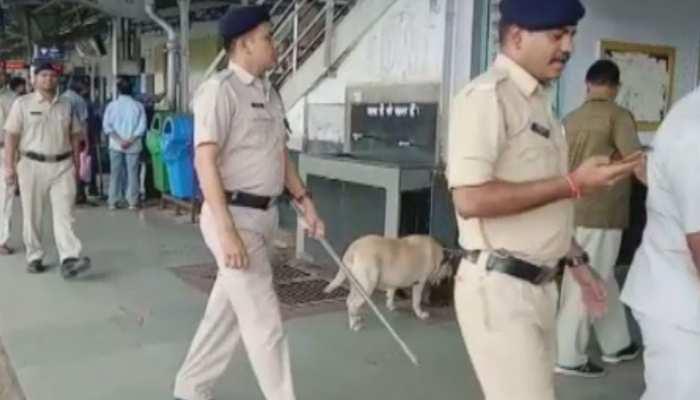 आतंकी संगठन JeM की धमकी के बाद पुलिस हुई अलर्ट, इटारसी रेलवे स्टेशन पर हुई चेकिंग
