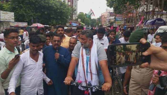 बिहार: पप्पू यादव की पार्टी ने 'बेटी बचाओ-युवा बचाओ' साइकिल मार्च निकाला