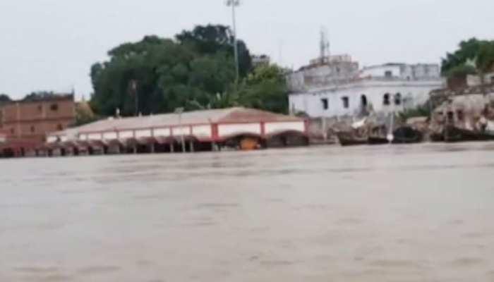 बिहार: खतरे के निशान को पार कर चुकी है गंगा, रौद्र रूप से लोगों में दहशत