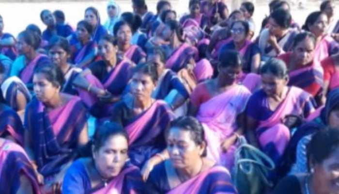 झारखंड: राजभवन के सामने लगातार 34 दिनों से हड़ताल पर बैठी हैं आंगनबाड़ी सेविका सहायिका