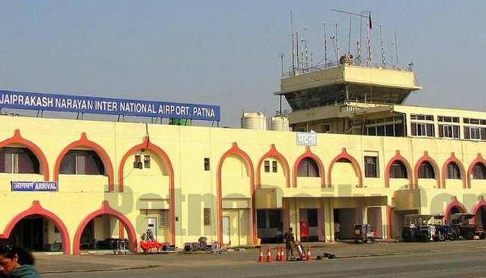 पटना एयरपोर्ट पर विमानों की आवाजाही बंद, पटाखों से घास में लगी आग