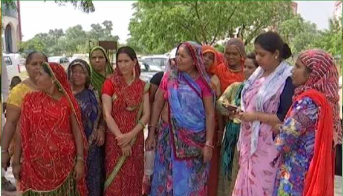 जयपुर: वेतन के लिए तरस रहे हैं कस्तूरबा गांधी स्कूल में कार्यरत संविदाकर्मी, रखी मांग