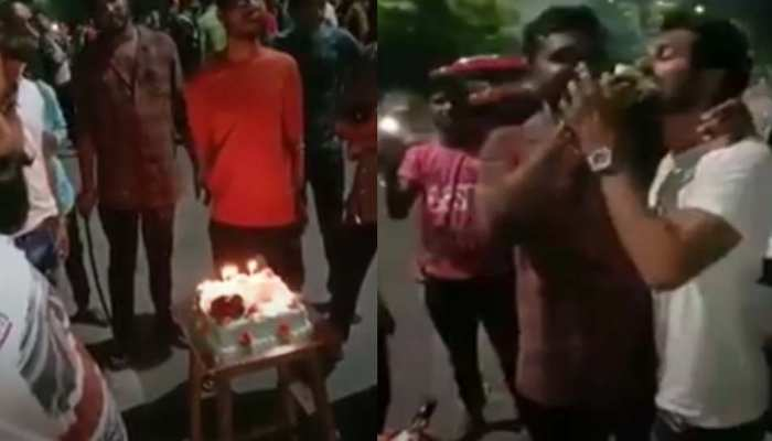 VIDEO: Birthday के दिन सड़कों पर सरेआम उड़ाई गई कानून की धज्जियां, तलवार से काटा गया केक