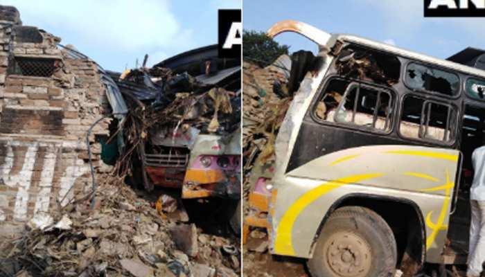 MP: मुरैना में हुआ सड़क हादसा, घर की दीवार से टकराई बस, 7 लोग गंभीर रूप से घायल