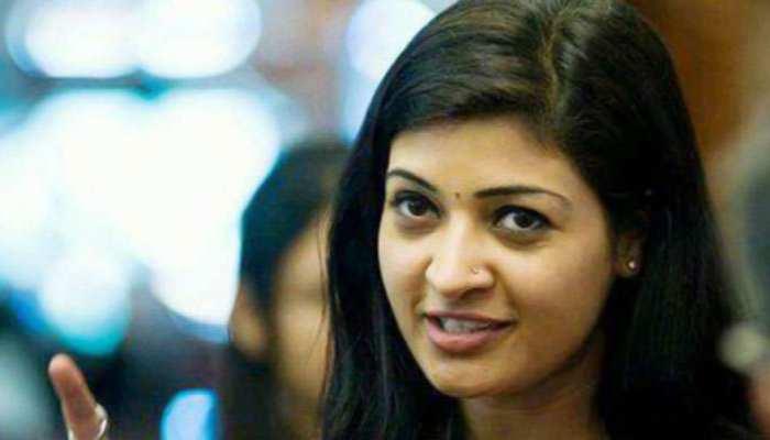 कांग्रेस में शामिल होते ही विधायकी गंवा बैठीं अलका लांबा, AAP ने बताया- 'अवसरवादी'
