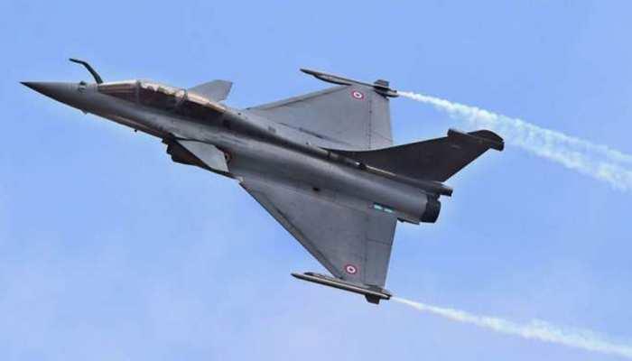 भारतीय वायुसेना ने रिसीव किया पहला राफेल जेट, हवाई क्षेत्र में गेमचेंजर साबित होगा