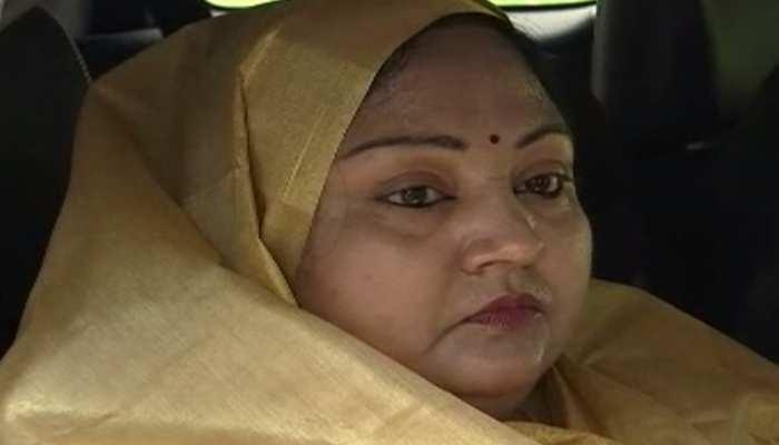 बिहार: राज्यपाल फागू चौहान से मिलीं अनंत सिंह की पत्नी, न्याय की लगाई गुहार