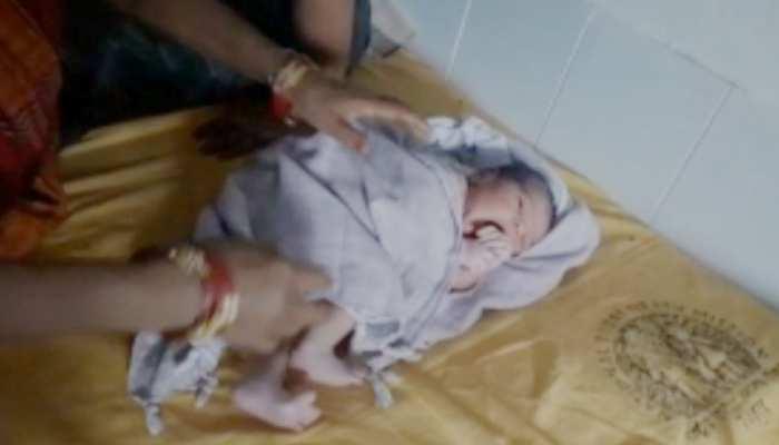 बिहार: बेतिया के बीडीओ ने पेश की मिसाल, पत्नी की पीएचसी में कराई डिलिवरी