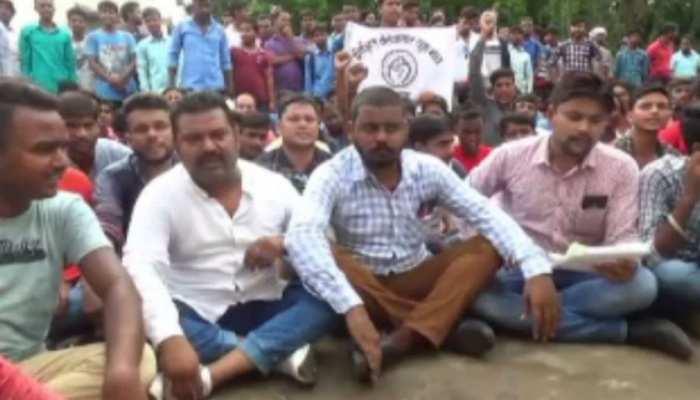 पाकुड़: बेरोजगार युवकों ने किया आंदोलन, कोयला खादान में स्थानीय लोगों को नहीं लेने का विरोध