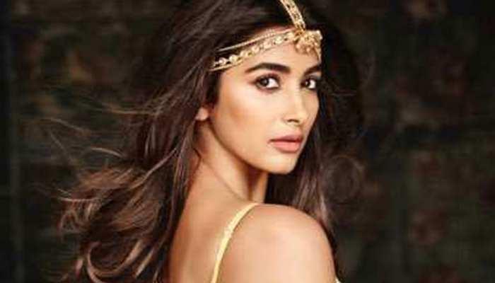 पूजा हेगड़े के साथ हुकअप करना चाहते हैं तेलुगु फिल्म के यह सुपरस्टार...