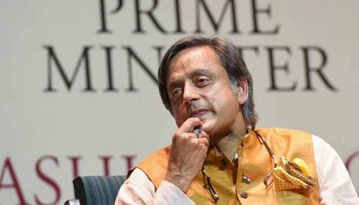 विदेश में नेहरू की लोकप्रियता दिखाने के लिए थरूर ने Twitter पर शेयर की फोटो, कर बैठे बड़ी गलती