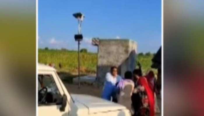 बिजली चोरी की सूचना पर मौके पर पहुंची विजिलेंस टीम से महिलाओं ने की मारपीट